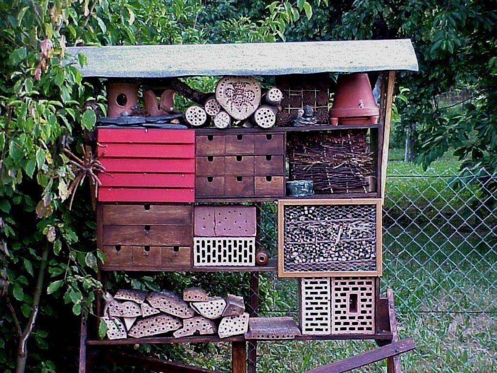 insektenhotel bauen beim aktionstag für kinder am 9. juni / stadt