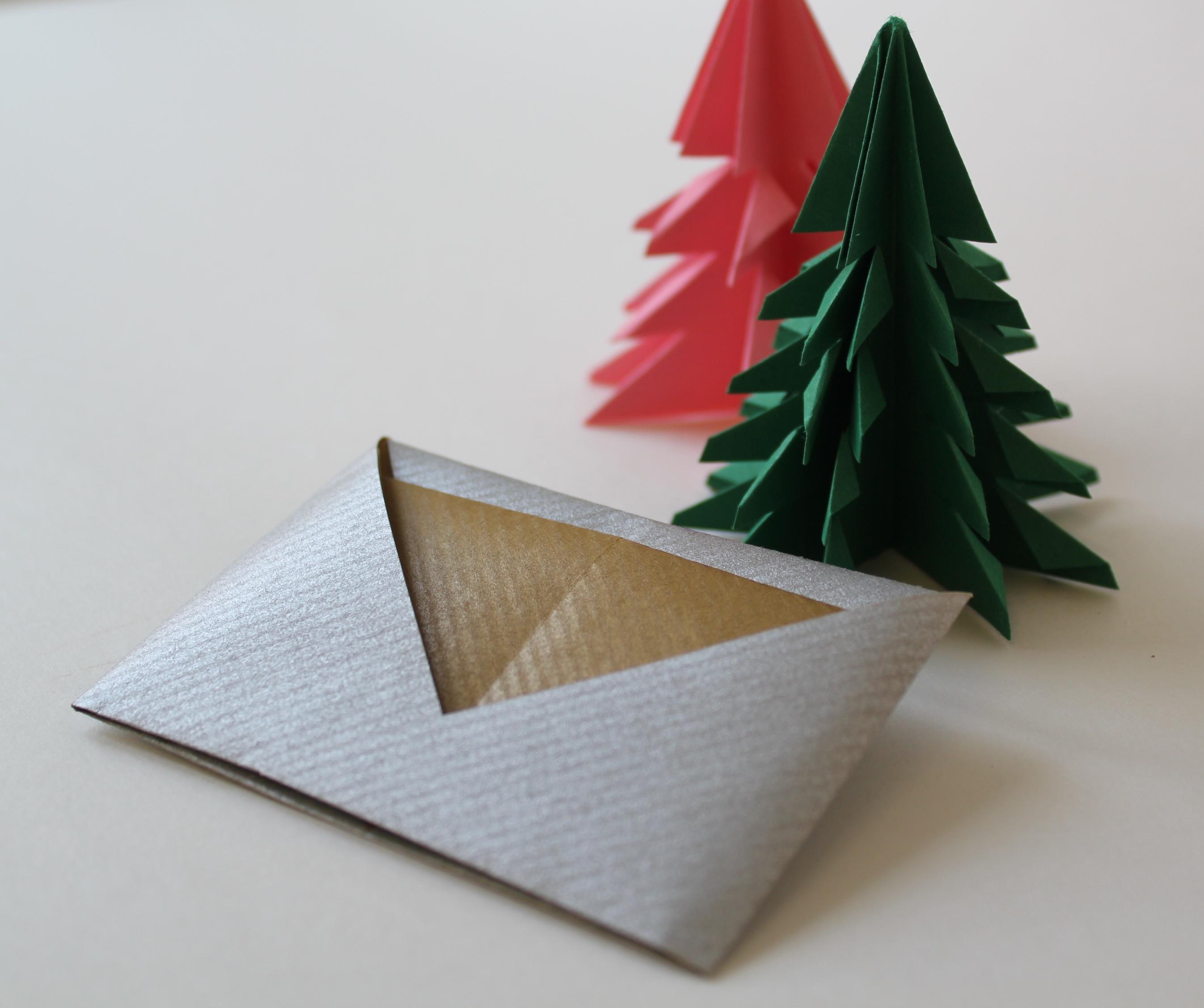 Kleinen Briefumschlag Falten Einen Brief In Den Umschlag